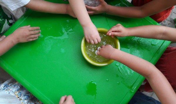 Experimenieren mit Wasser